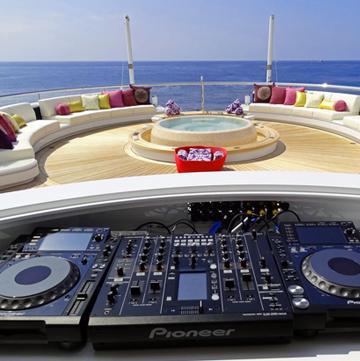 DJ ON YACHTS